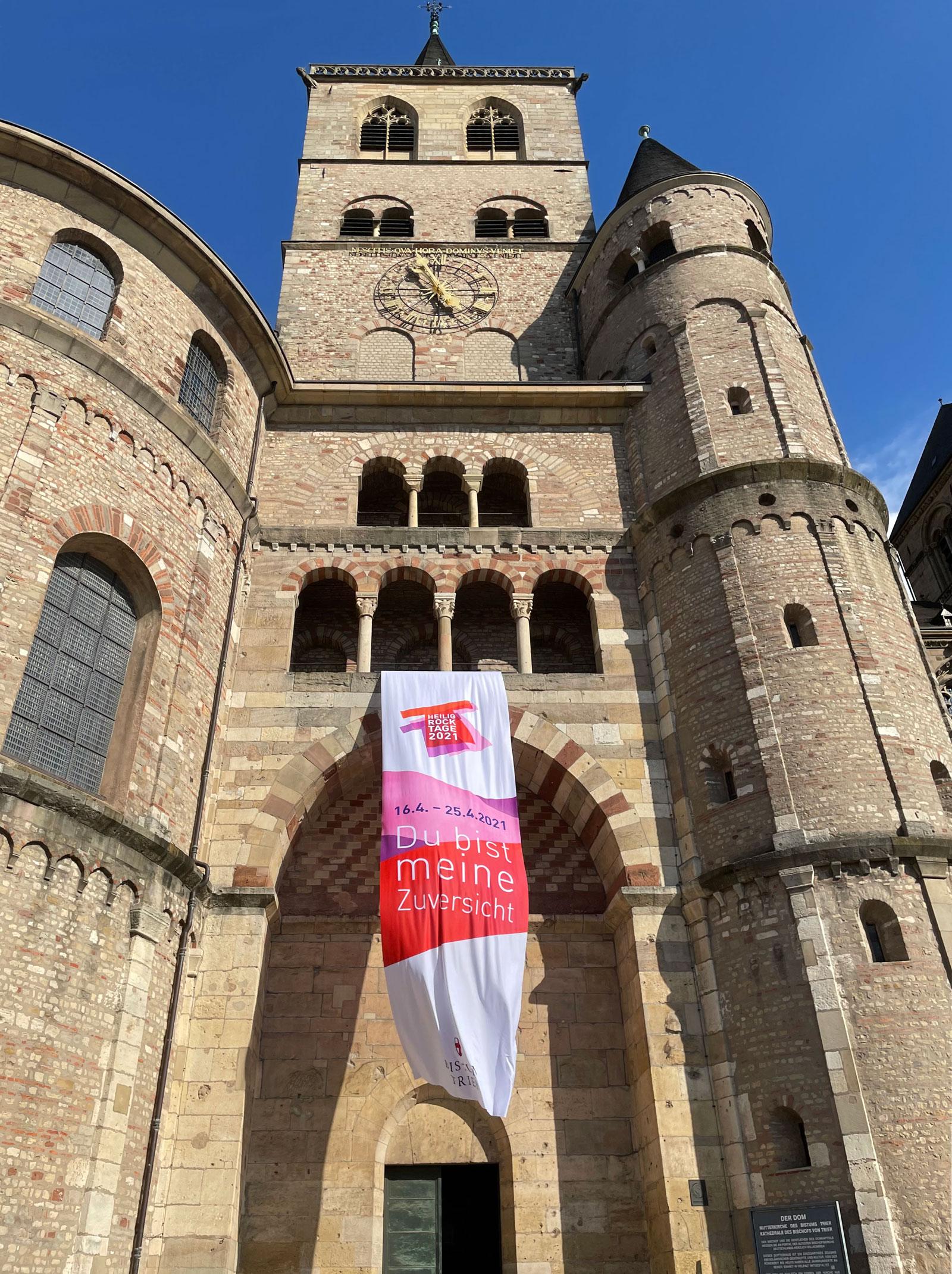 Helig Rock Tage: Fahne am Trierer Dom